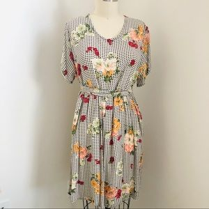 Dresses & Skirts - Vintage Gingham and floral dress